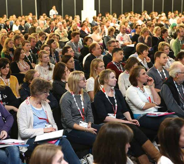 Vetshowcrowd 600x534 - FREE 20 minute career coaching session at London Vet Show 2018